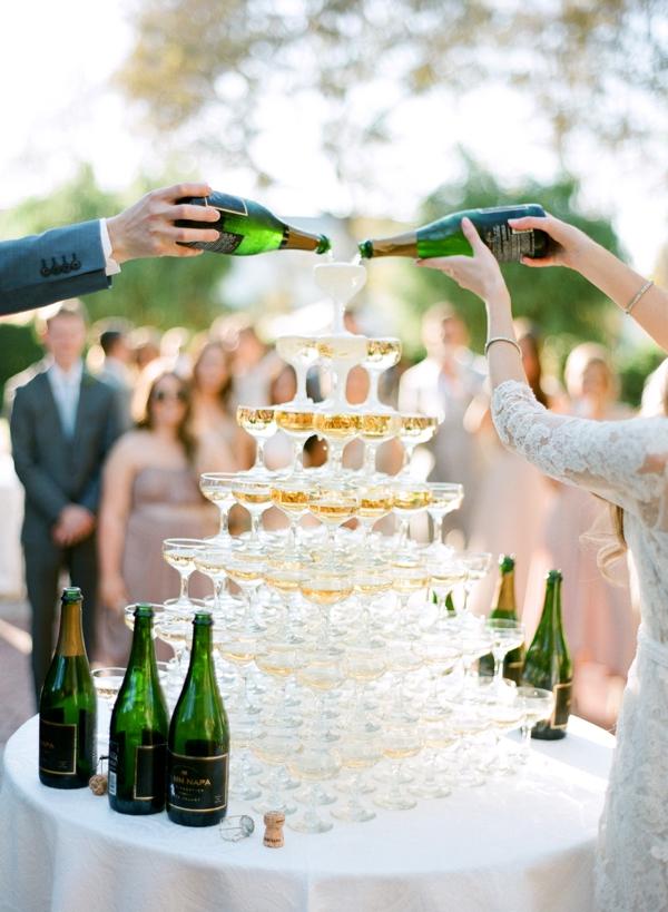 Champagne toren op bruiloft