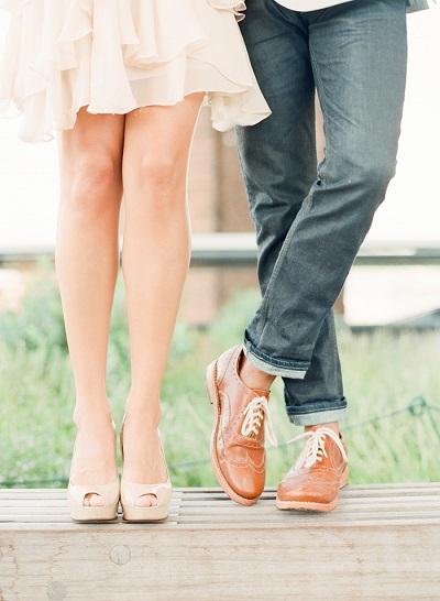 Verlovingsfoto van benen