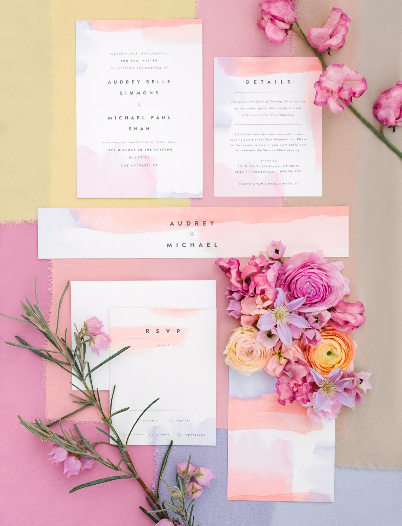 Uitnodigingen voor de bruiloft in pastel
