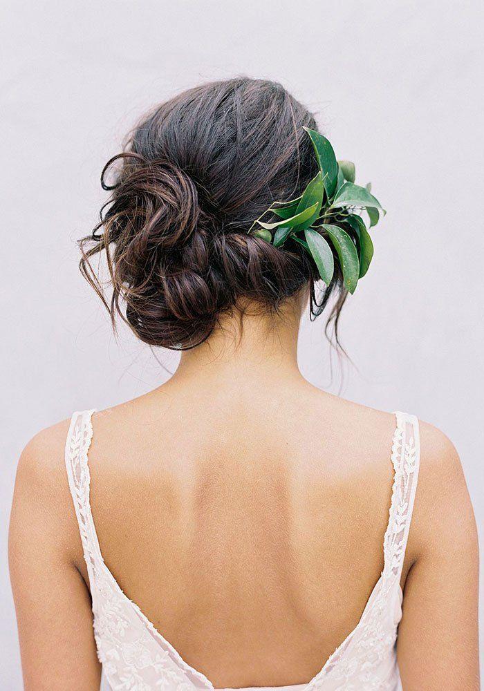 Bruidskapsel met haaraccessoire
