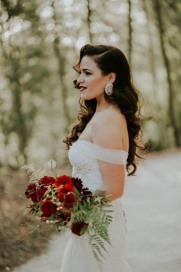 Opvallende oorbellen bruid