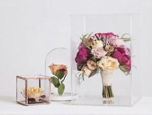 Bloemen bewaren in een stolp