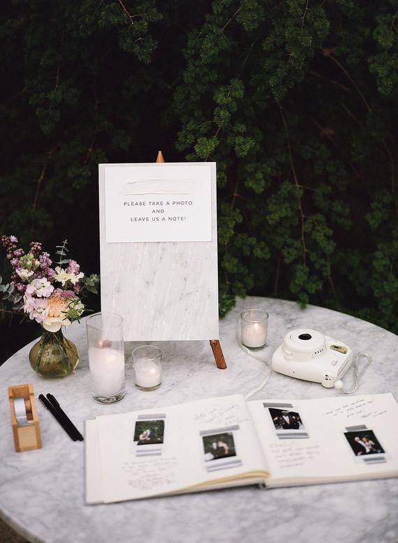 Polaroid gastenboek als herinnering voor het bruidspaar