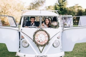 Bruidspaar in VW busje