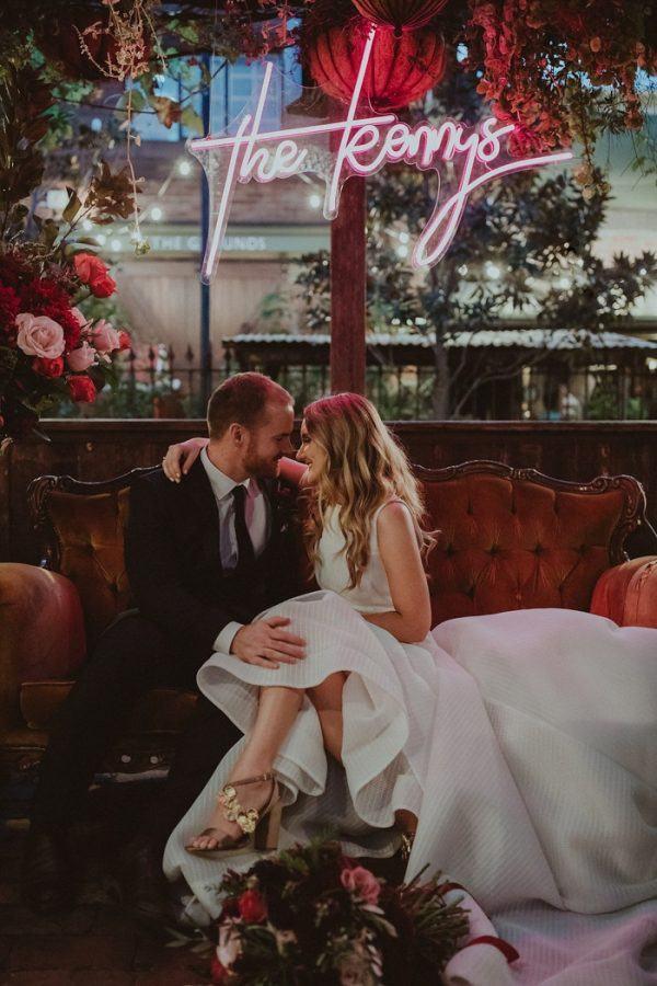 Bruidspaar op de bank