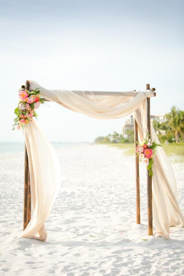 Trouw prieeltje op het strand