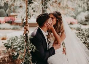 Bruidspaar op schommel