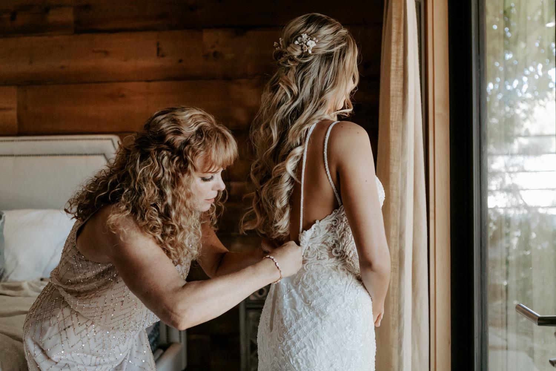 Bruid in de voorbereiding voor haar bruiloft