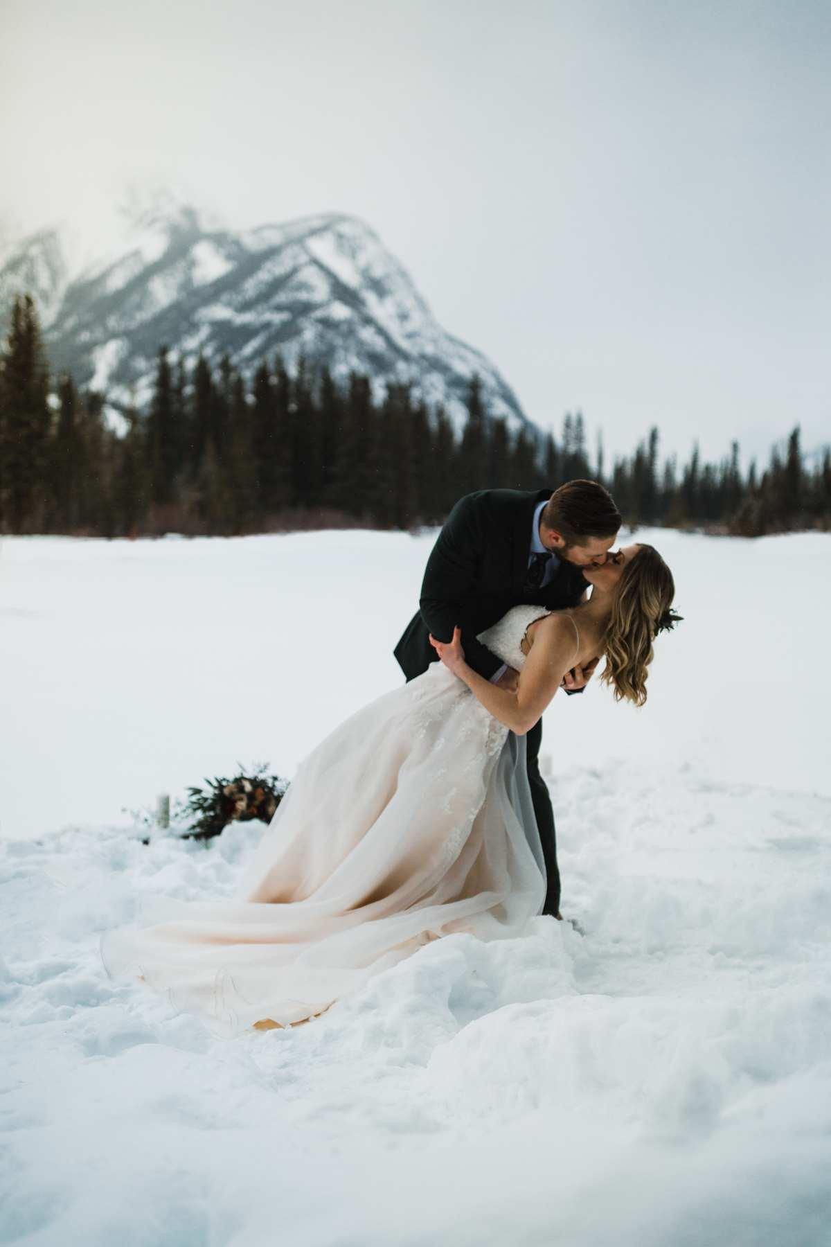 Bruidspaar in de sneeuw