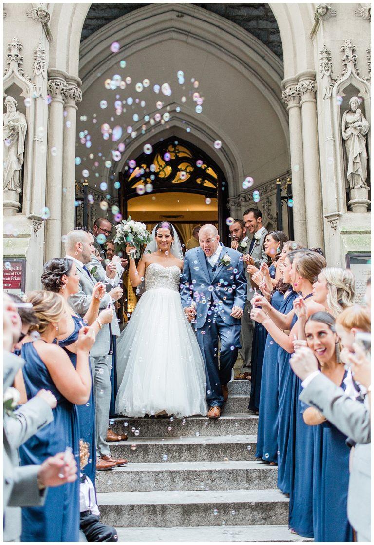 Bellenblazen na bruiloft ceremonie