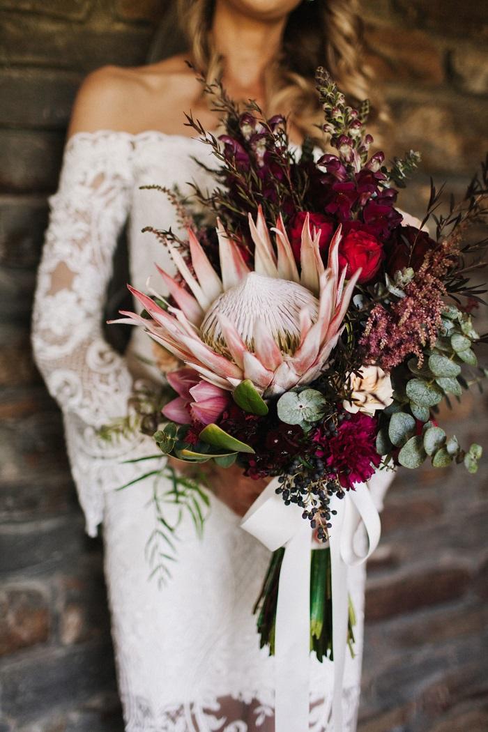 Bruid met Protea bruidsboeket