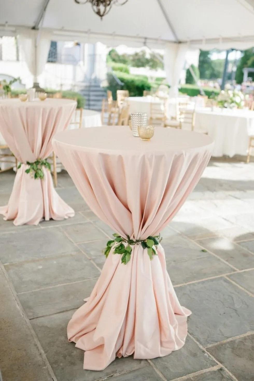 Statafel met roze rok