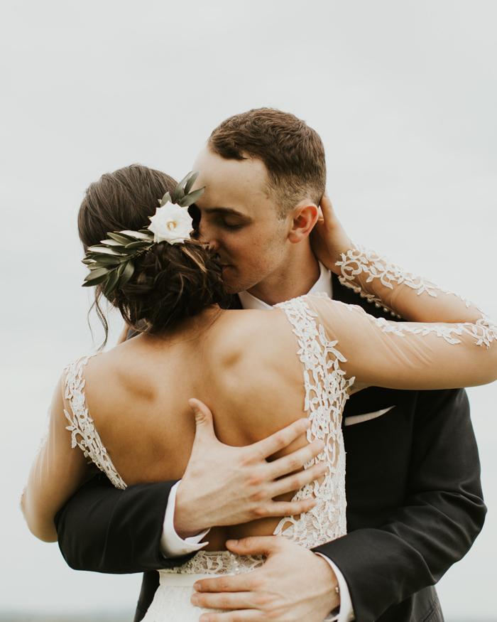Bruidspaar dat gaat trouwen voor de wet