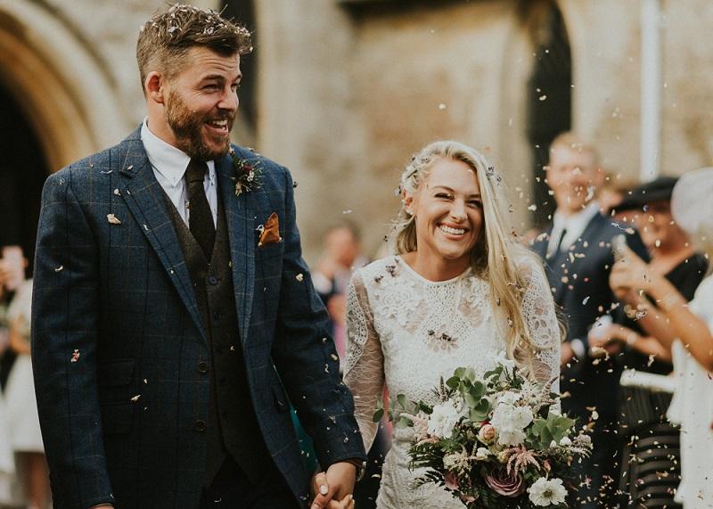 Bruidegom met geruit trouwpak
