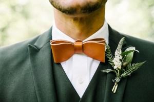 Bruidegom met groen trouwpak