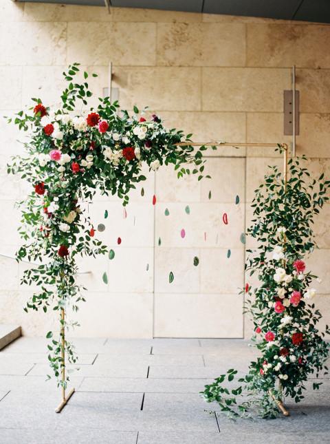 Backdrop bruiloft met bloemen