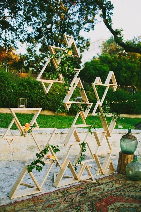 Backdrop bruiloft met geometrische vormen