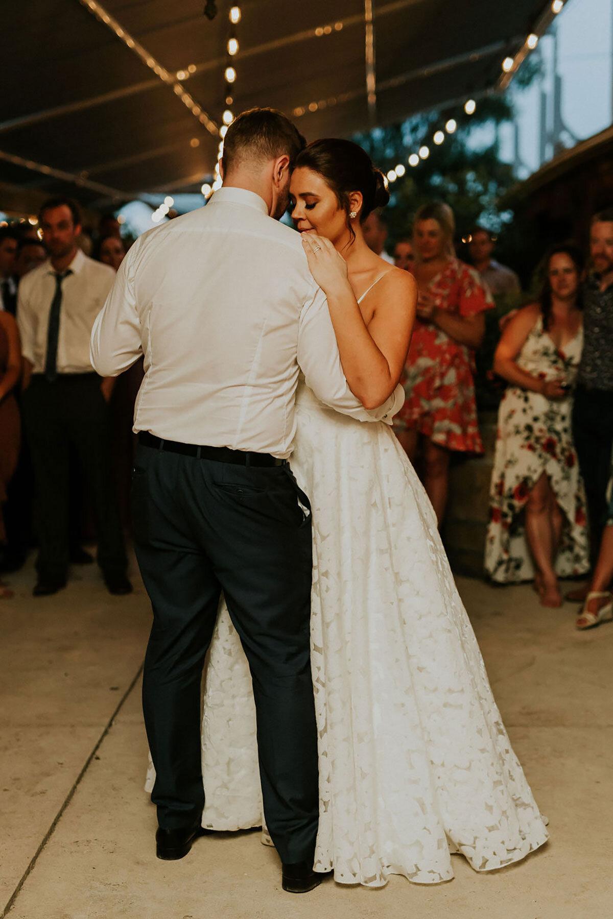 Foto van de eerste dans van het bruidspaar