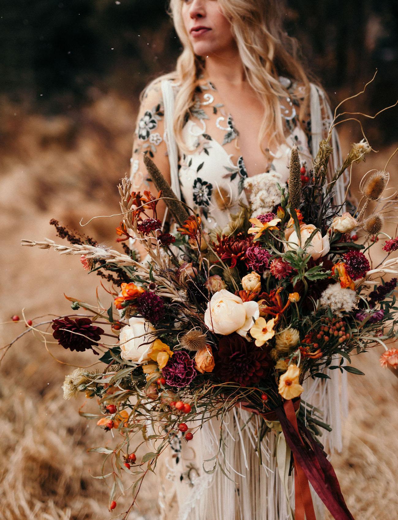 Bruid met veldboeket