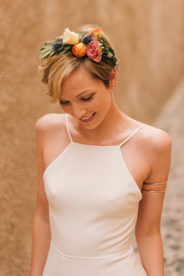 Bruidskapsels met kort haar en bloemen
