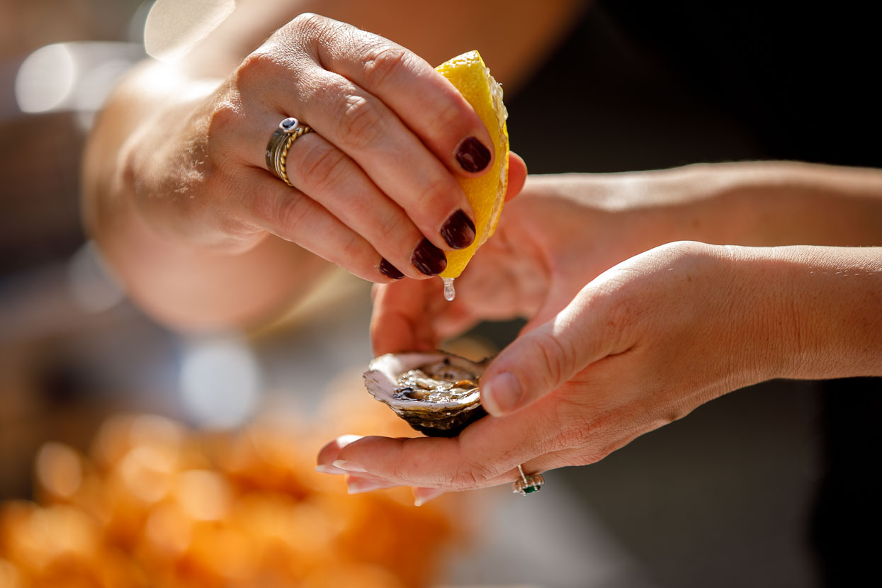 Oesters met citroen op een bruiloft