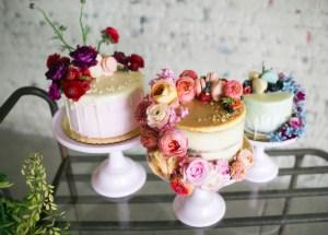 Bruidstaarten op een tafel