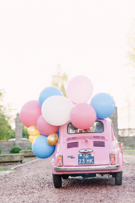 Trouwauto met ballonnen