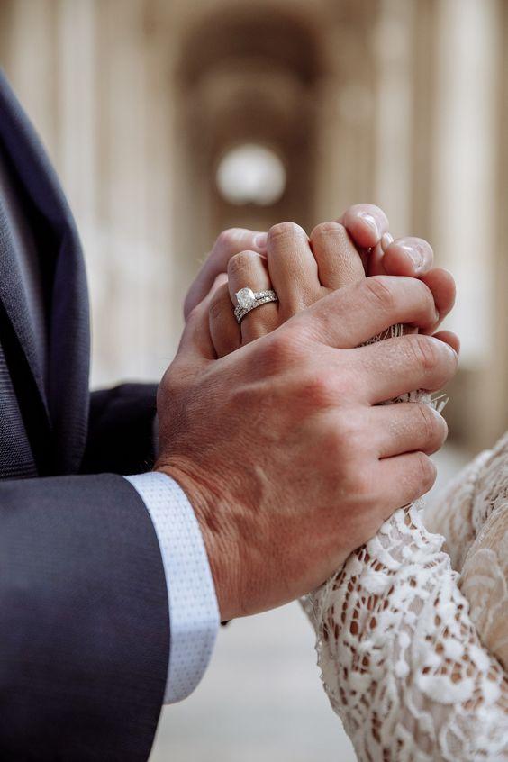 Handen van het bruidspaar