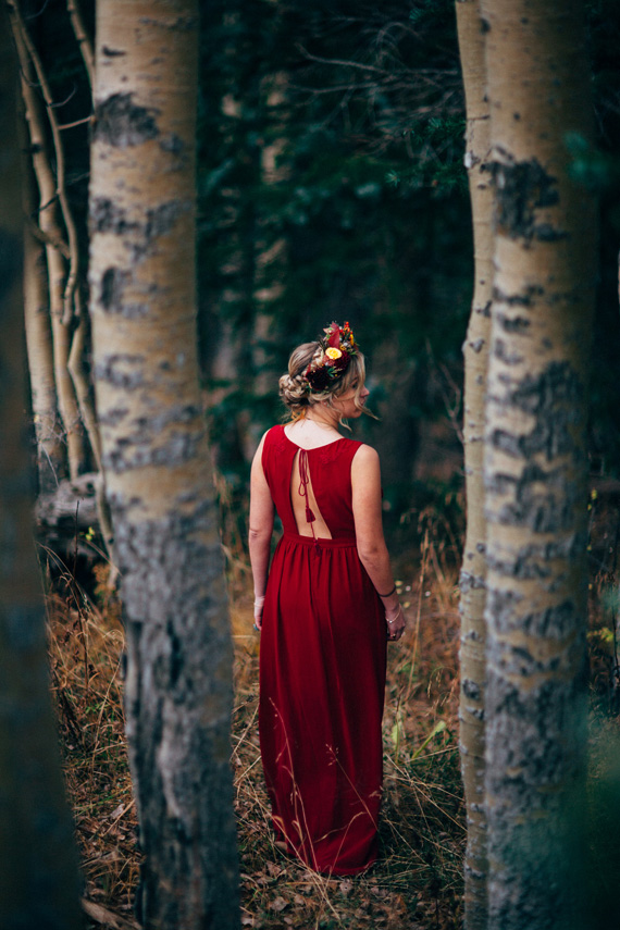 Bruid in rode trouwjurk