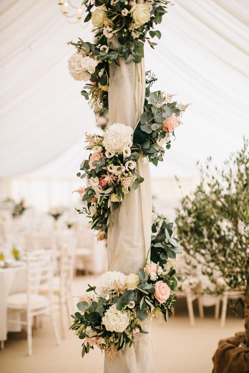 Bloemen als trouwversiering