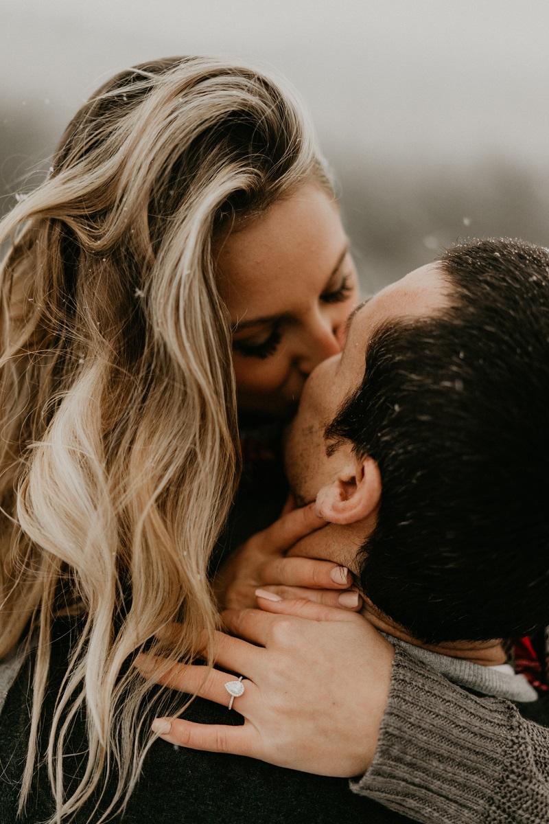 Wij gaan trouwen foto met verlovingsring