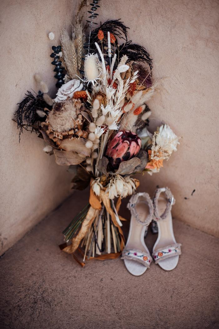Bruidsboeket met gedroogde bloemen