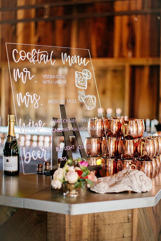 Bar met drankjes op trouwfeest