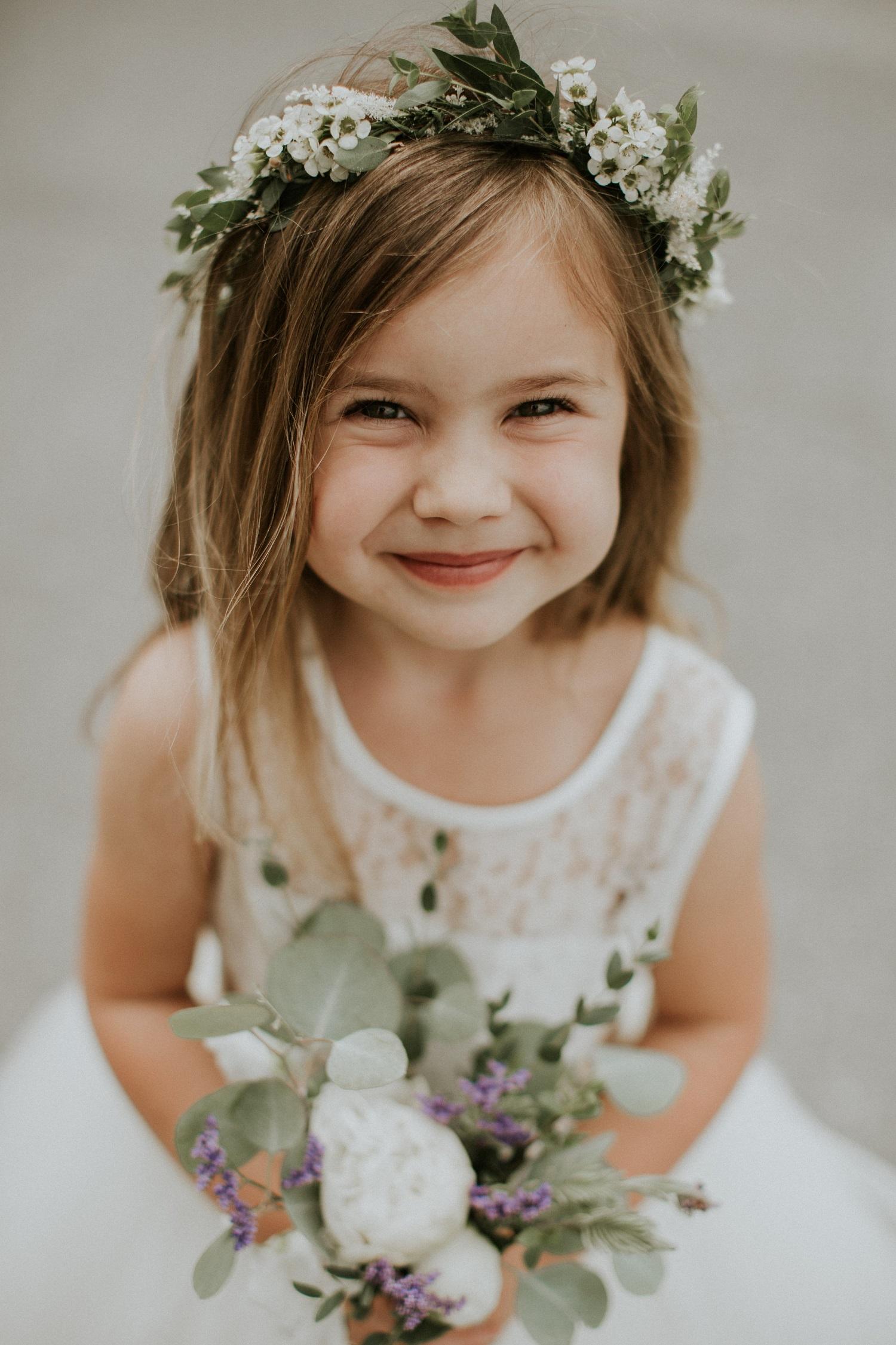 Bruidsmeisje met bloemen