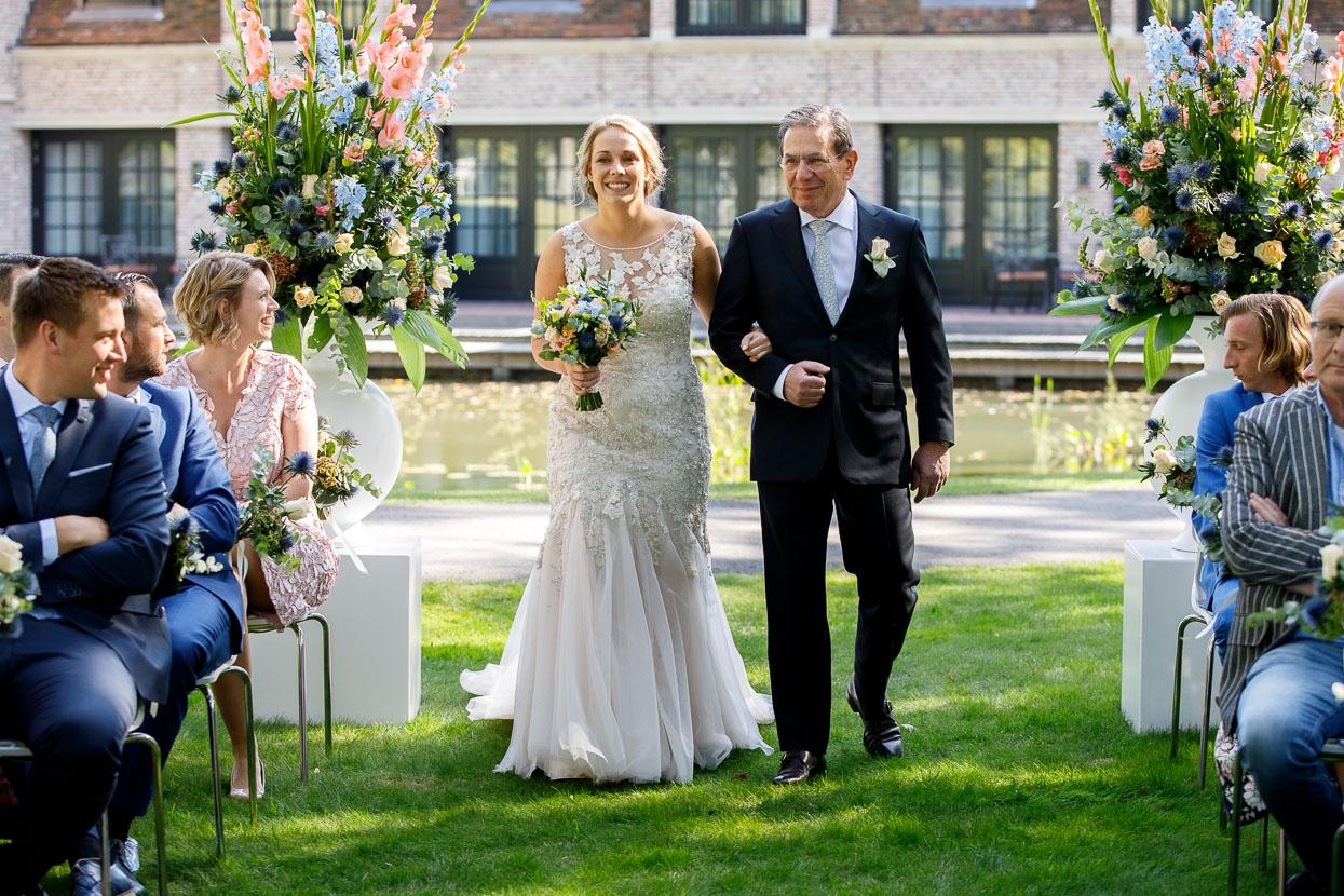 Bruid samen met haar vader