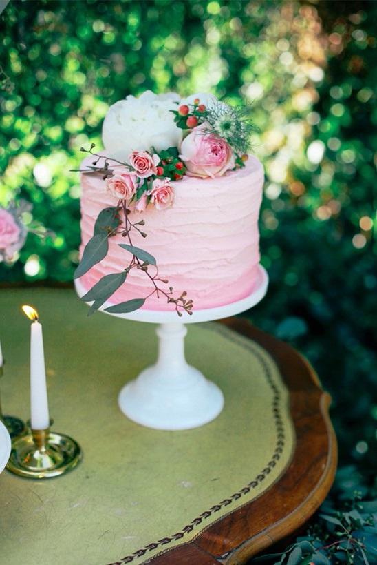 Roze bruidstaart met 1 laag