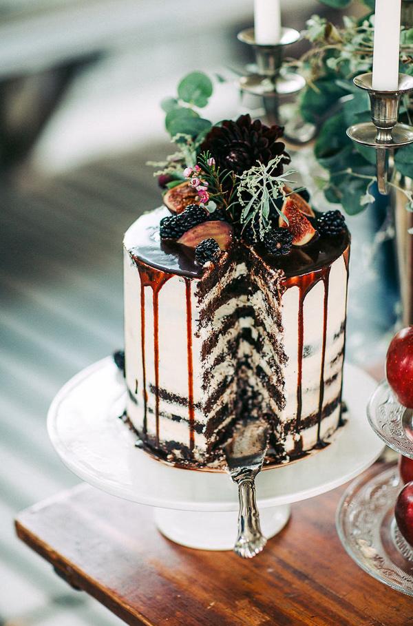 Bruidstaart drip cake met vruchten