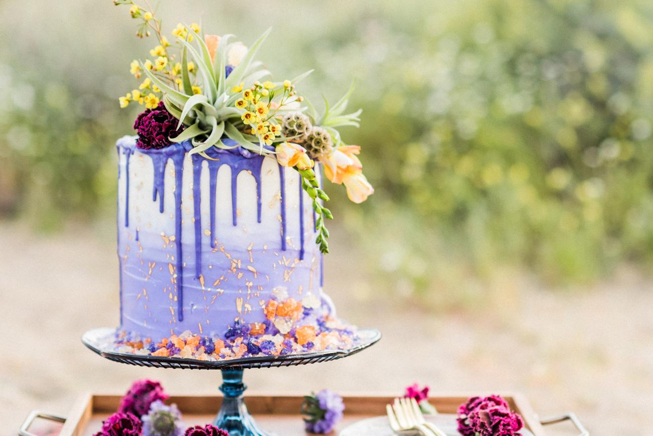Paarse bruiloft drip cake