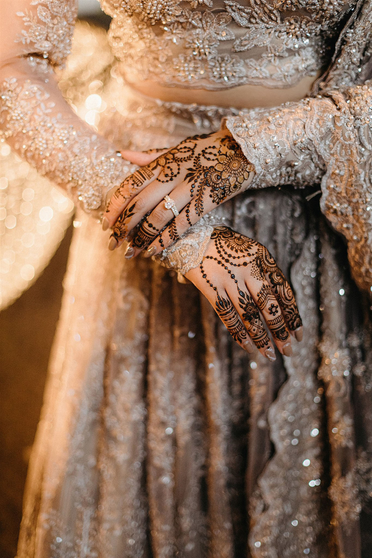 Bruidshenna op de handen