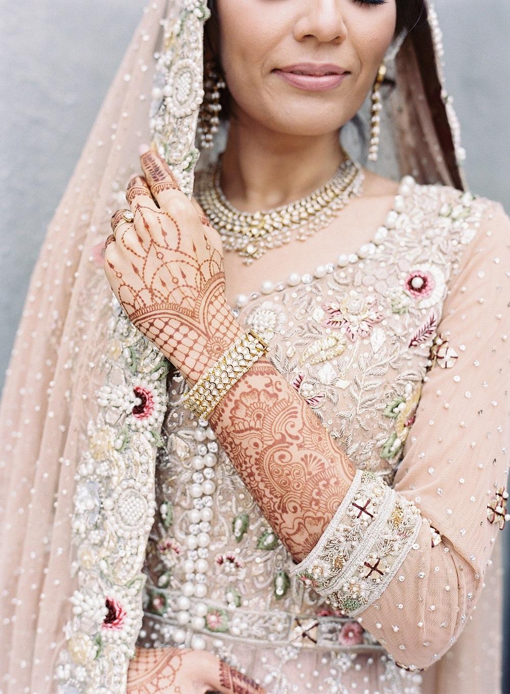 Bruidshenna bij een Indiase bruid