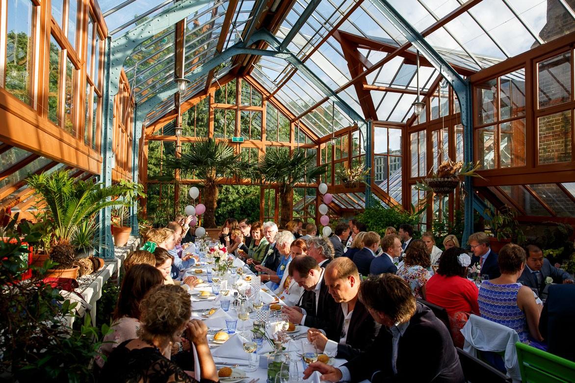Bruiloft in een botanische tuin