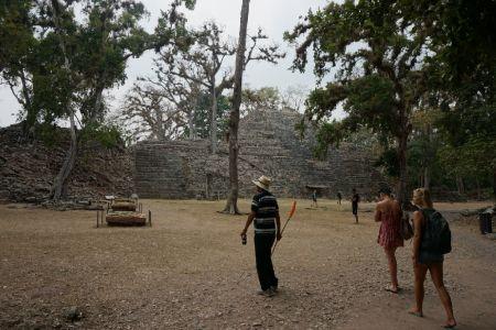 Temple Rosalila en patio de Los Jaguares