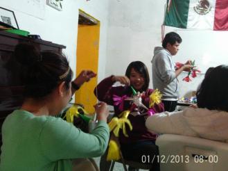 Making Pinatas Escuela Falcon Guanajuato Mexico 25