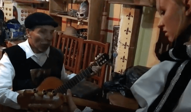 Traditional Mexican Songs on Guitar: Lydian Learns a New Song from the Profe Part III