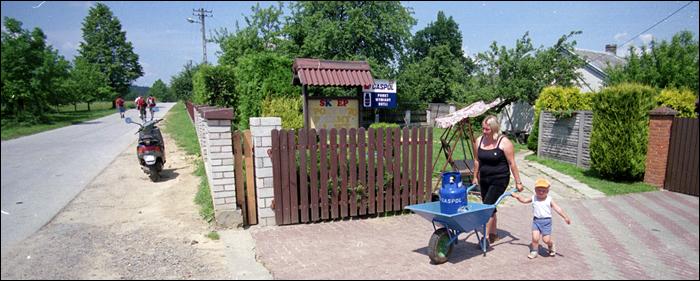 wymiana butli z gazem / service point for gas bottle users, Sedek, Poland 2009