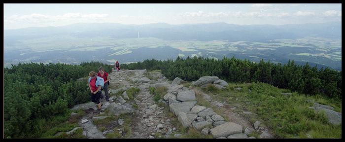 dolem biegnie trasa Poprad - Liptovski Mikulasz