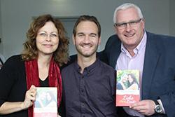 Nick Vujicic, Detlev Holtgrefe, Petra Hahn-Lütjen Buchpräsentation Liebe ohne Limits