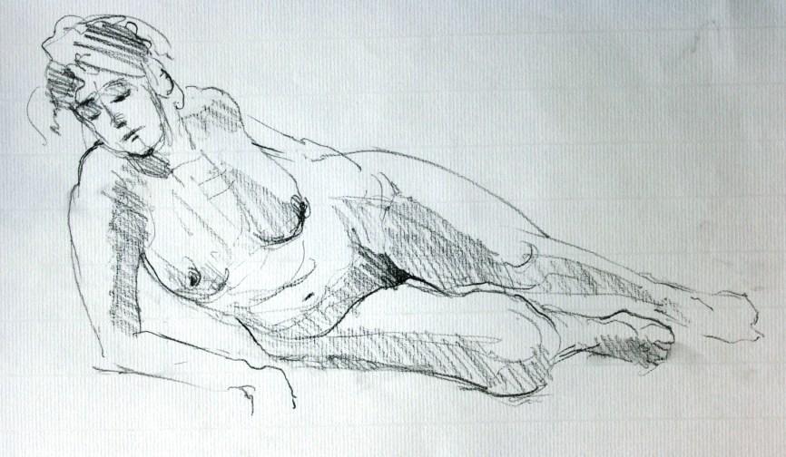 Dalila allongée accoudée en raccourci