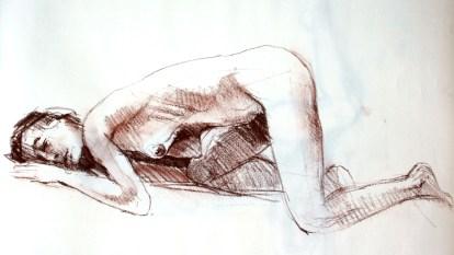 Fabienne Agenouillée tête posée au sol