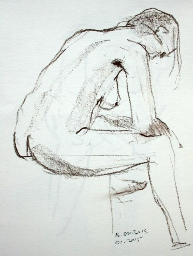 Fanny assise tête baissée, coudes sur les genoux